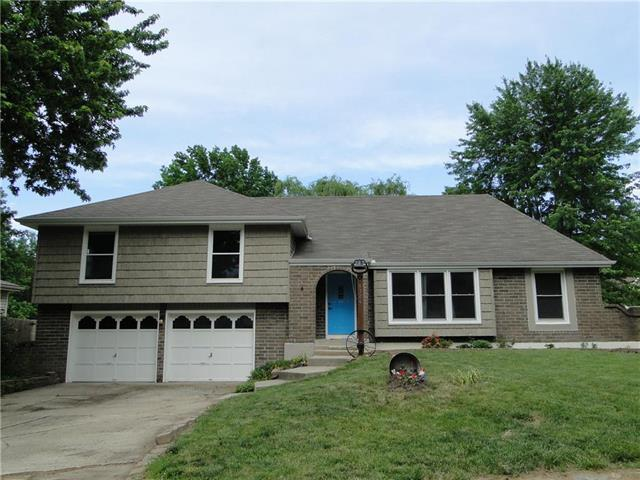 1324 SW 22nd Street, Blue Springs, MO 64015 (#2177568) :: House of Couse Group