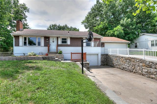 9005 E 79th Street, Raytown, MO 64138 (#2177591) :: House of Couse Group