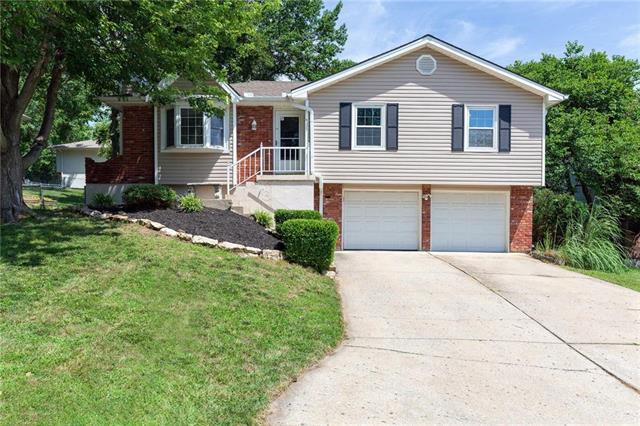 705 SE Shamrock Lane, Blue Springs, MO 64014 (#2178680) :: Clemons Home Team/ReMax Innovations
