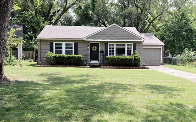 601 W 84th Street, Kansas City, MO 64114 (#2178749) :: Clemons Home Team/ReMax Innovations