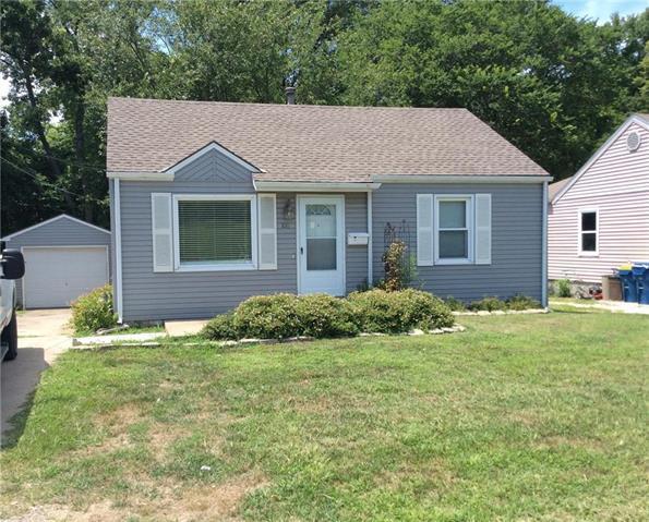 106 N Carlisle Street, Sugar Creek, MO 64054 (#2178795) :: Clemons Home Team/ReMax Innovations