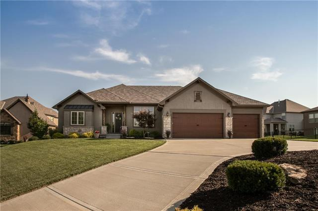 1701 NE Blue Heron Drive, Lee's Summit, MO 64086 (#2178804) :: Clemons Home Team/ReMax Innovations