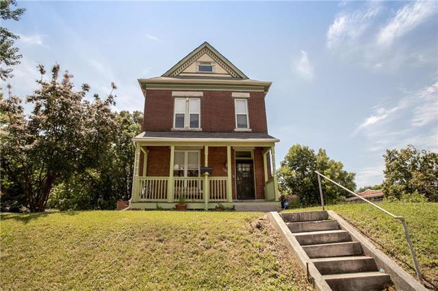 3007 E 7TH Street, Kansas City, MO 64124 (#2178834) :: Clemons Home Team/ReMax Innovations