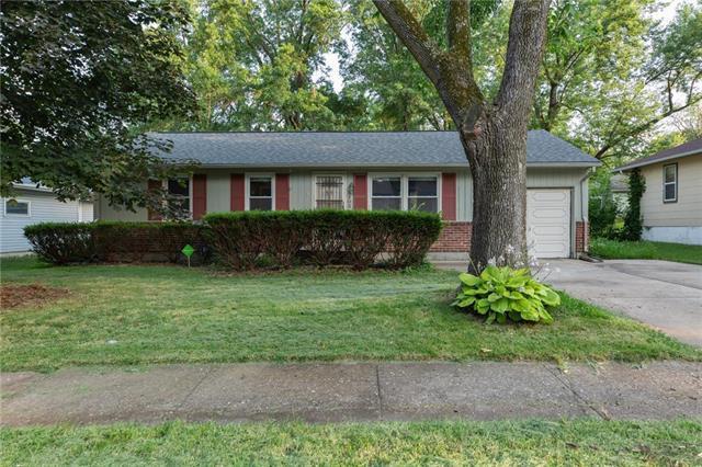 5303 NE 44th Terrace, Kansas City, MO 64117 (#2178852) :: Clemons Home Team/ReMax Innovations