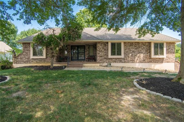 5133 SW Mallard Point, Lee's Summit, MO 64082 (#2178900) :: Clemons Home Team/ReMax Innovations