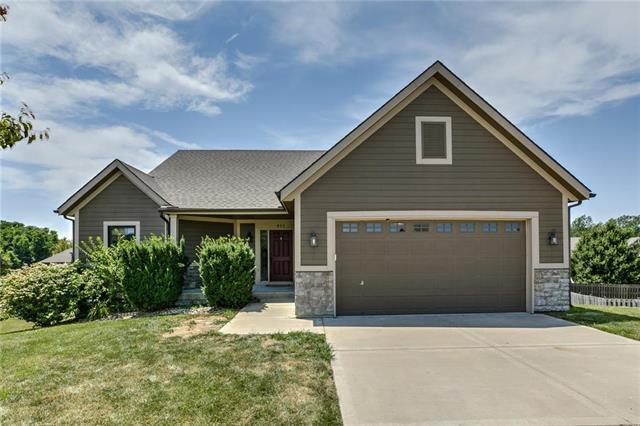 811 NW 109th Court, Kansas City, MO 64155 (#2179013) :: Dani Beyer Real Estate
