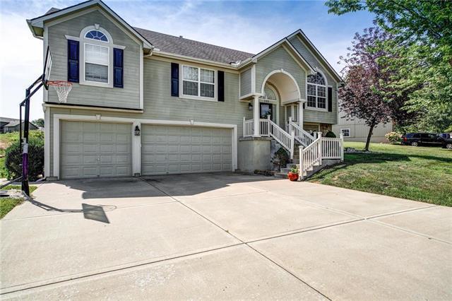 700 SW 40th Street, Blue Springs, MO 64015 (#2179028) :: Kansas City Homes