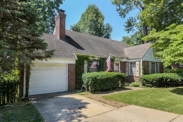 6707 W 80th Street, Overland Park, KS 66204 (#2179078) :: Kansas City Homes
