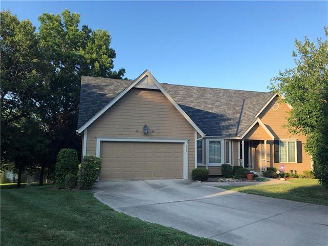 622 NE Fairington Court, Lee's Summit, MO 64064 (#2179140) :: Kansas City Homes