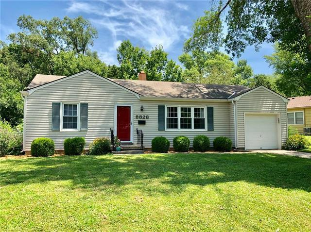 8828 Richards Drive, Raytown, MO 64133 (#2179144) :: Kansas City Homes