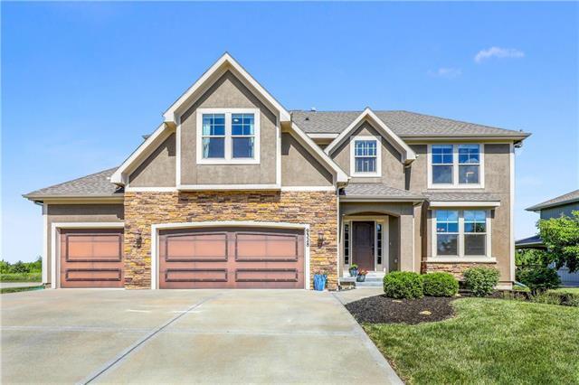 9328 Sunray Drive, Lenexa, KS 66227 (#2179152) :: Kansas City Homes