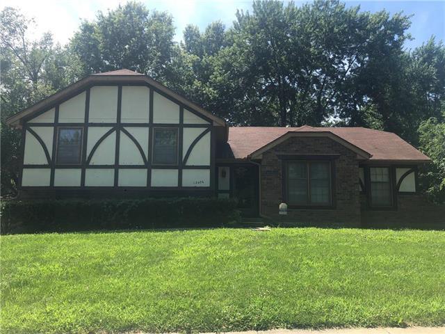 13406 Overhill Road, Grandview, MO 64030 (#2179193) :: Ron Henderson & Associates