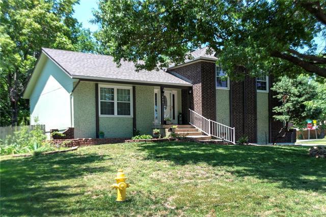 409 S Ridge Drive, Olathe, KS 66061 (#2179216) :: House of Couse Group