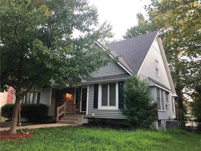 2105 NW 12th Street, Blue Springs, MO 64015 (#2179220) :: Kansas City Homes