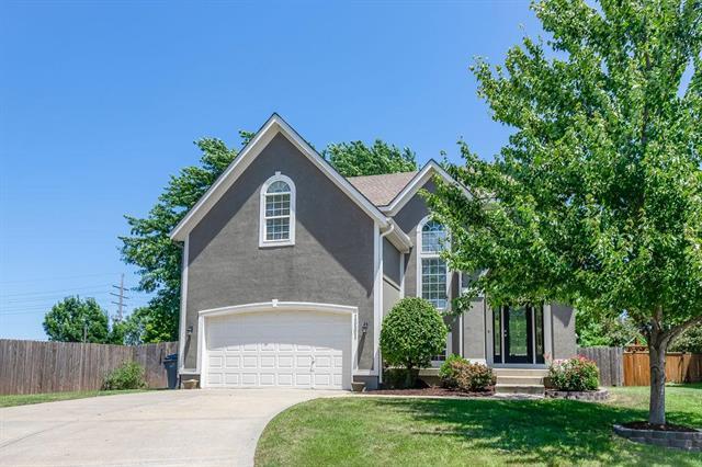 15501 S Hunter Street, Olathe, KS 66062 (#2179265) :: House of Couse Group