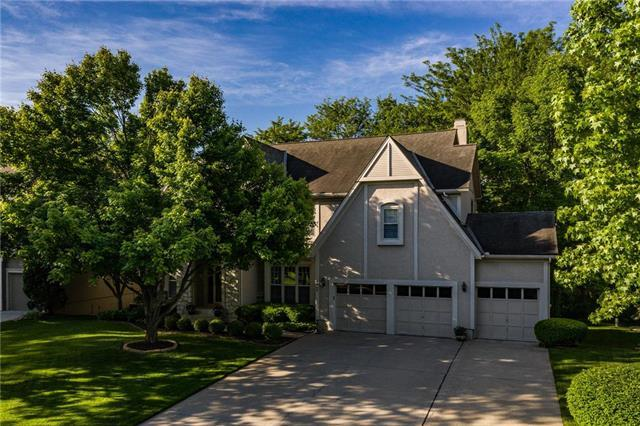 8809 W 131st Place, Overland Park, KS 66213 (#2179299) :: House of Couse Group