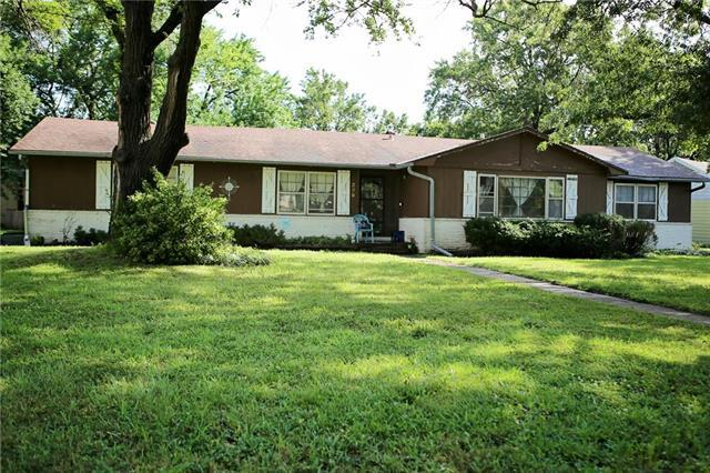 239 N Cherry Street, Gardner, KS 66030 (#2179445) :: Dani Beyer Real Estate