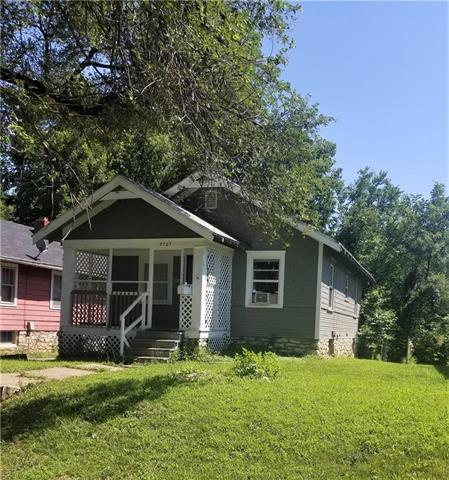 3707 E 72 Street, Kansas City, MO 64132 (#2179708) :: Kansas City Homes