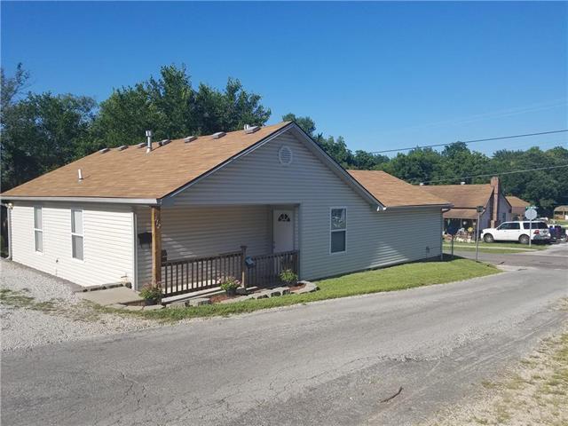 112 E Shady Lane, Harrisonville, MO 64701 (#2179732) :: Kansas City Homes