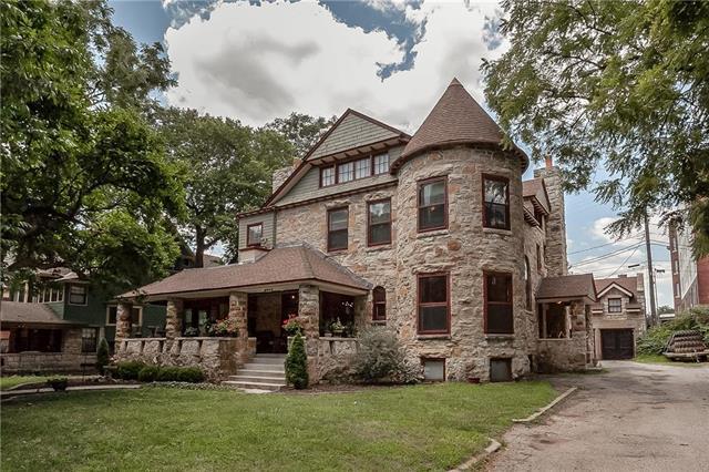 3526 Walnut Street, Kansas City, MO 64111 (#2179871) :: The Gunselman Team