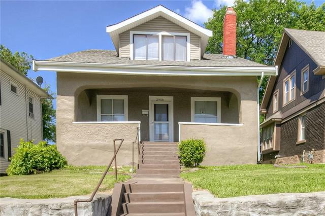 2906 N 10th Street, Kansas City, KS 66104 (#2179917) :: Clemons Home Team/ReMax Innovations