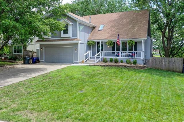 1329 E Meadow Lane, Olathe, KS 66062 (#2180326) :: The Shannon Lyon Group - ReeceNichols