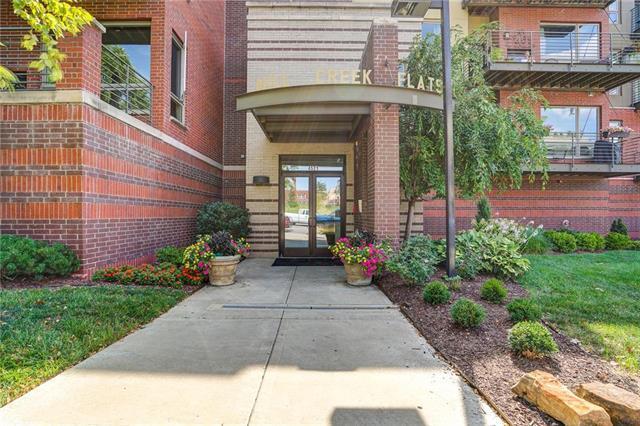 4521 Wornall Road #303, Kansas City, MO 64111 (#2180492) :: Kansas City Homes
