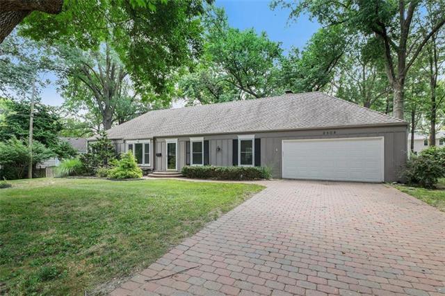 2809 W 82nd Street, Leawood, KS 66206 (#2180673) :: Eric Craig Real Estate Team