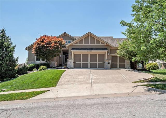 18925 W 100th Street, Lenexa, KS 66220 (#2180767) :: Eric Craig Real Estate Team