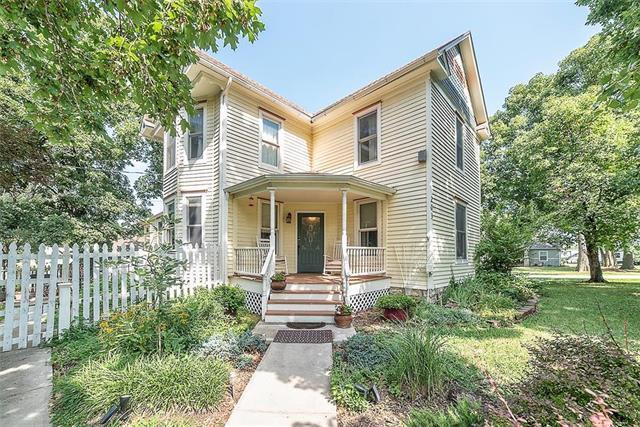 203 9th Street, Baldwin City, KS 66006 (#2180886) :: House of Couse Group