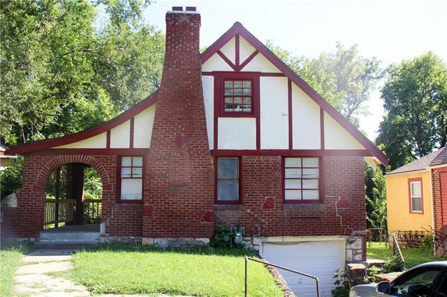 2421 E 75th Street, Kansas City, MO 64132 (#2180954) :: Eric Craig Real Estate Team