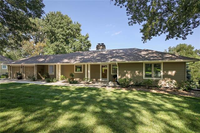 9703 Manor Road, Leawood, KS 66206 (#2181003) :: Kansas City Homes