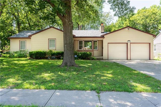7632 Marty Street, Overland Park, KS 66204 (#2181009) :: Team Real Estate