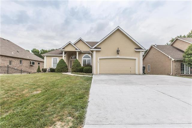 904 Oakmont Street, Lansing, KS 66043 (#2181844) :: House of Couse Group