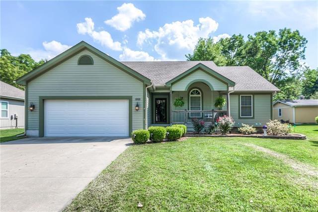 1003 College Street, Paola, KS 66071 (#2181929) :: Kansas City Homes