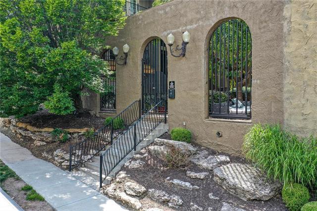 1111 W 46th Street #29, Kansas City, MO 64112 (#2181937) :: Kansas City Homes