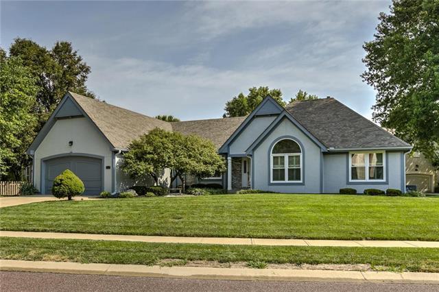 5612 W 125th Street, Overland Park, KS 66209 (#2182082) :: Kansas City Homes