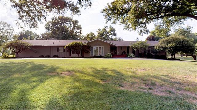 4300 W 90 Terrace, Prairie Village, KS 66207 (#2182184) :: House of Couse Group