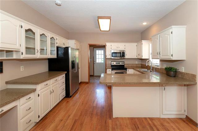 1005 S 17th Terrace, Leavenworth, KS 66048 (#2182198) :: House of Couse Group