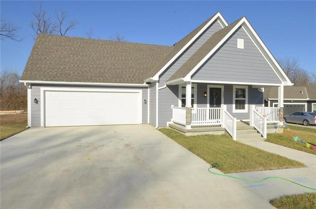 9330 E 57th Street, Raytown, MO 64133 (#2182450) :: House of Couse Group