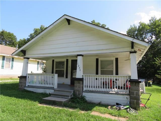1233 Main Street, Osawatomie, KS 66064 (#2182507) :: House of Couse Group
