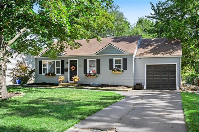 5311 W 49 Street, Roeland Park, KS 66205 (#2182537) :: Team Real Estate