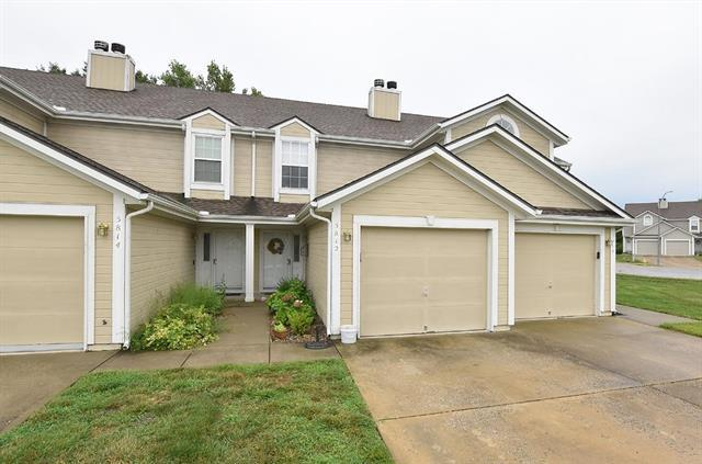5812 NW Plantation Lane, Lee's Summit, MO 64064 (#2182576) :: Clemons Home Team/ReMax Innovations