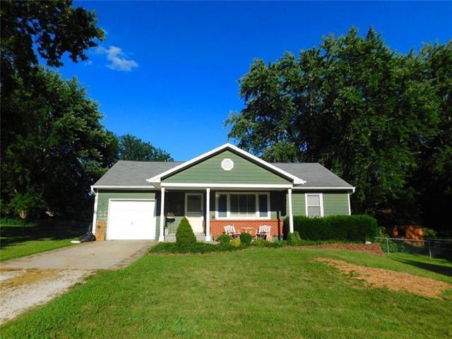 15805 Kay Avenue, Belton, MO 64012 (#2182597) :: Kansas City Homes
