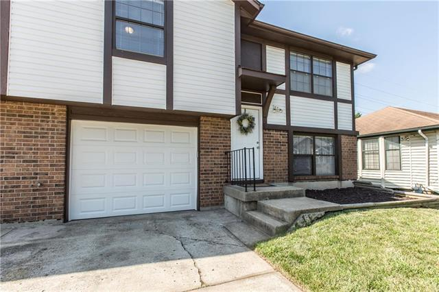 17413 E 42nd Street, Independence, MO 64055 (#2182707) :: The Gunselman Team