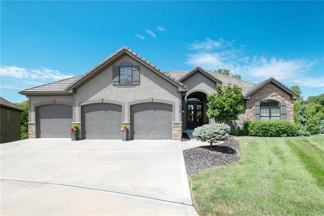 816 NE Del Lago Court, Lee's Summit, MO 64064 (#2182749) :: Kansas City Homes