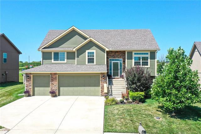 18402 Rock Ridge Street, Smithville, MO 64089 (#2182753) :: Kansas City Homes