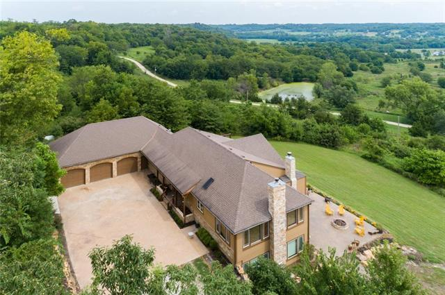 22528 Hatchell Road, Tonganoxie, KS 66086 (#2182885) :: House of Couse Group