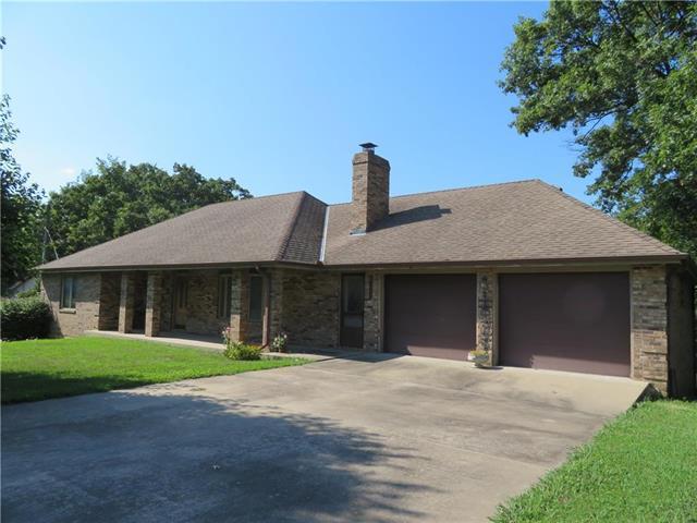 1720 Oak Drive, Osawatomie, KS 66064 (#2183045) :: House of Couse Group