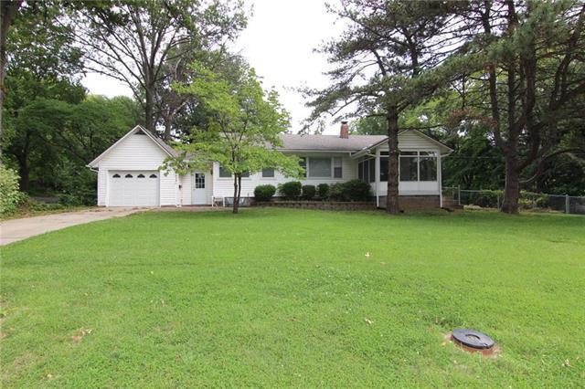 9914 W 61st Street, Merriam, KS 66203 (#2183070) :: Team Real Estate